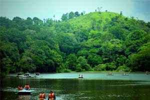 1489648951_pookode-lake